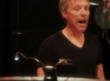 Jon Bon Jovi Nyanyi Lagu Cina_OK